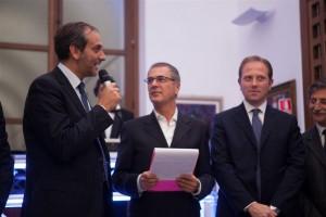 Il sindaco di Monreale, Piero Sciortino con il presentatore Ottavio Amato