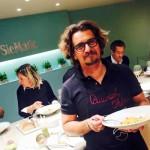 """Il gusto speciale dei fornelli in compagnia. Lo chef Roberto Alia e la """"regola dei tre ingredienti"""""""