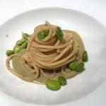 Spaghetti di Gragnano con crema di fave bottarga e favette al vapore