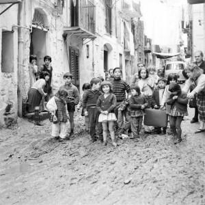 Via Scalini Miseria fango sulla strada, 1966