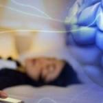 dormire-con-il-cellulare-500x241