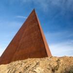 Si ripete il Rito della luce: la piramide di Antonio Presti