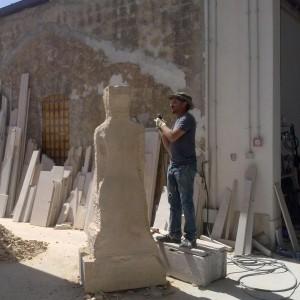 Lo scultore Gianfranco Ragusano