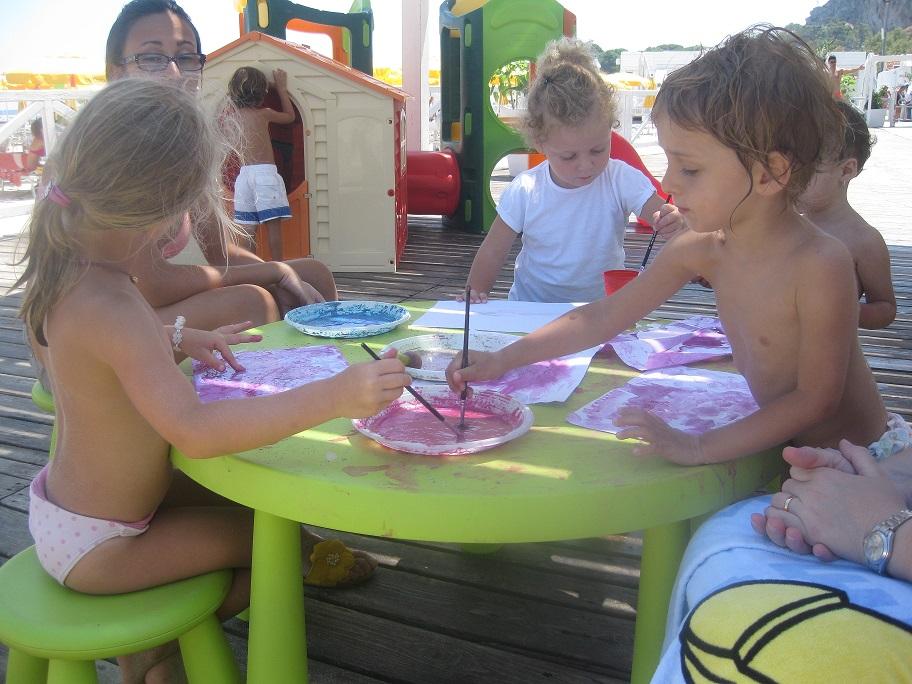 Bambini che giocano sulla spiaggia di Mondello3