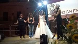 """Roberta  Riccobono, terza arribata, mentre riceve anche il premio """"Ives Rocher"""""""