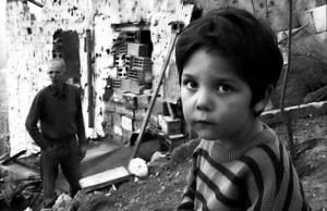 La piccola Benazira nel film _Gente di Sarajevo_