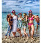 Giulia Zampieri, Hawaiian Party a Mondello per festeggiare i suoi 32