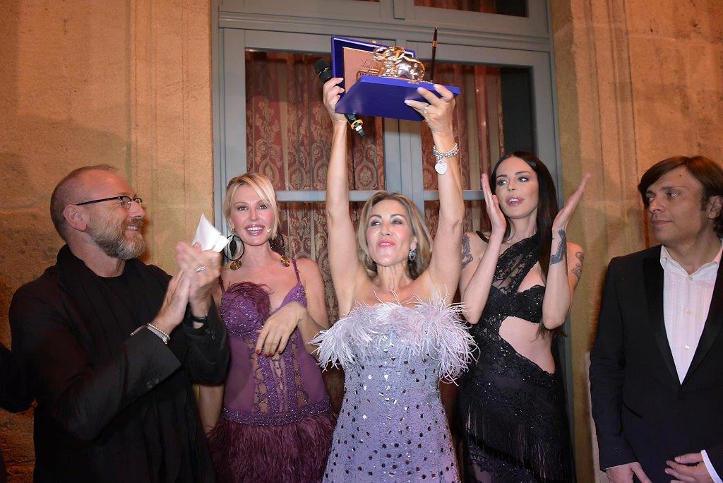 Maria Pia Di Gaudio con il premio The Sicilian Eye on Fashion con Nino Lettieri, Nathalie Caldonazzo, Nina Moric e Anton Giulio Grande