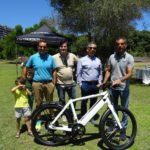 La bici elettrica è il futuro della mobilità sostenibile? Sportivi ed ecologisti a confronto