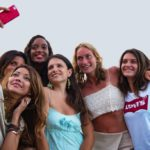 Dasililla Pecorella Oliveira, Rosi De Simone, Yara Mosquito, la direttrice di Glitter Milvia Averna e alcune modelle al Costa Ponente ph Gianni Geraci