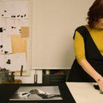 Marianna Vigneri al suo tavolo da taglio