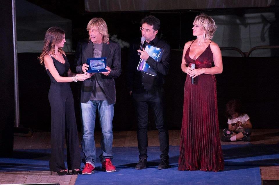Carmen Russo ed Enzo Paolo Turchi con l'organizzatore Christian Carapezza