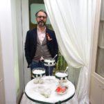 Giuseppe Veniero dell'antico confettificio Veniero. La tendenza vede la confettata a tema siciliano, allestita con  teste di moro e pigne. Confetti alla mandorla d'avola e al limoncello tra i più richiesti serviti in piccoli coppi di lino