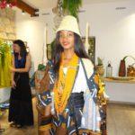 Sabina Fernando indossa un abito della collezione Trip to Africa