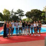 Le modelle e i modelli di Moda a bordo piscina