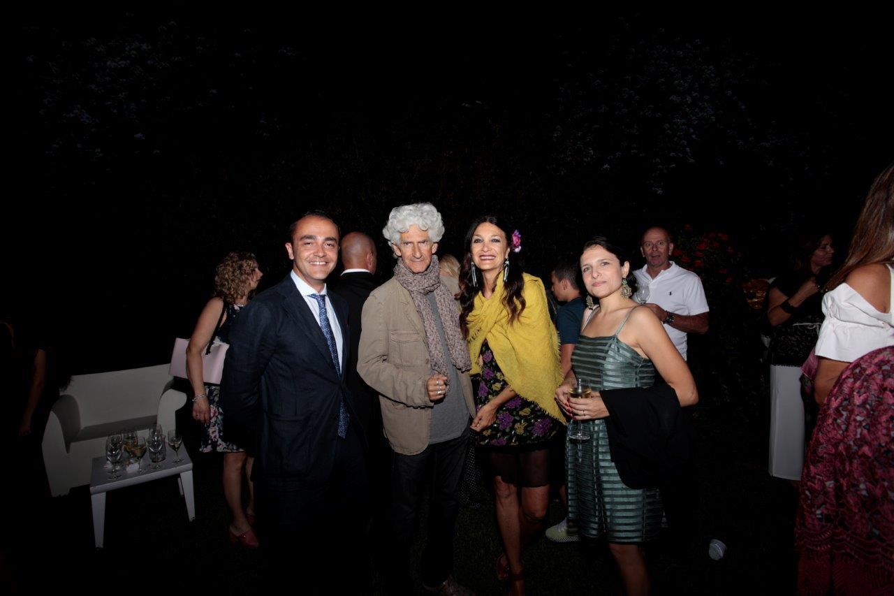 Marina Suma, madrina di Moda a bordo piscina con Massimo Ferruzza e Milvia Averna