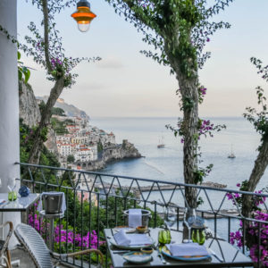 a del Ristorante dei Cappuccini all'interno dell'NH Collection Grand Hotel Convento di Amalfi 5*Lux-natale giunta