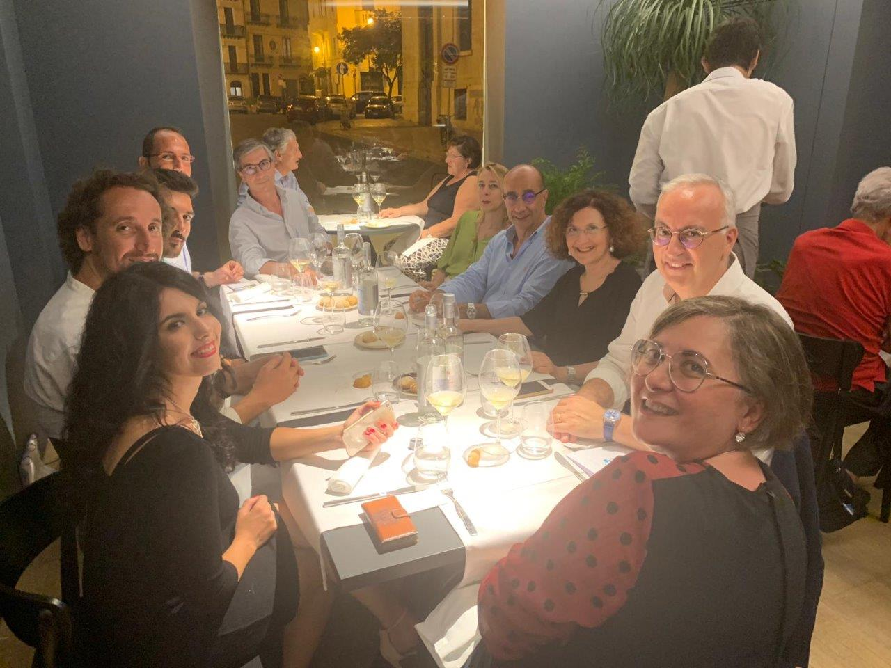 Il tavolo della stampa alla presentazione del menu. Si riconoscono Maria Mattina, Francesco Deliziosi, Salvatore Licastri e la moglie Giovanna