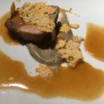 Secondo piatto: Capocollo di maialino nero dei Nebrodi Dop, cotto a bassa temperatura con scarola, purè di melanzane arrosto, su demi-glacé croccante di tuma persa