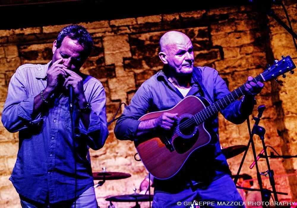 L'armonicista siciliano Giuseppe Milici con l'amico e cantautore Marcello Mandreucci
