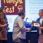 Funghi Fest 2019_Il giornalista Fabrizio Carrera, premiato da Fausto Fiasconaro ed Eliana Chiavetta