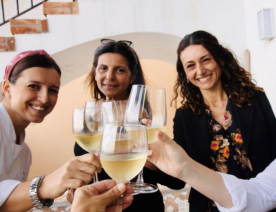 Nicoletta Mallandrino con la chef Gabriella Garajo e l'amica Rosi De Simone