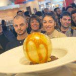 Lo chef Natale Giunta presenta il suo tiramisù sferificato, al salone di Rimini