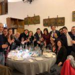 Antonio Cottone con la moglie Lavinia Pupella e un po' di amici